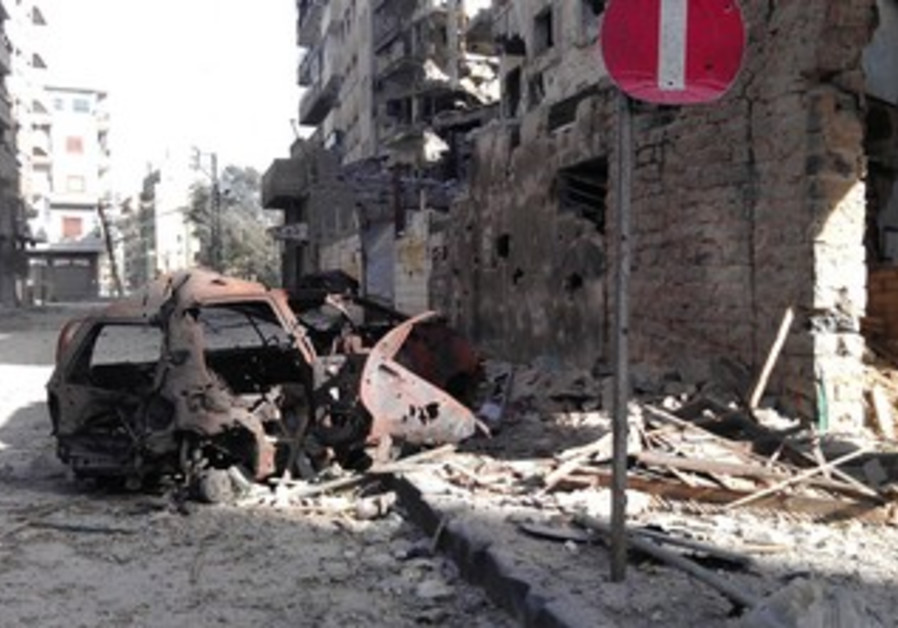 Buildings damaged by Syrian gov't shelling in Homs