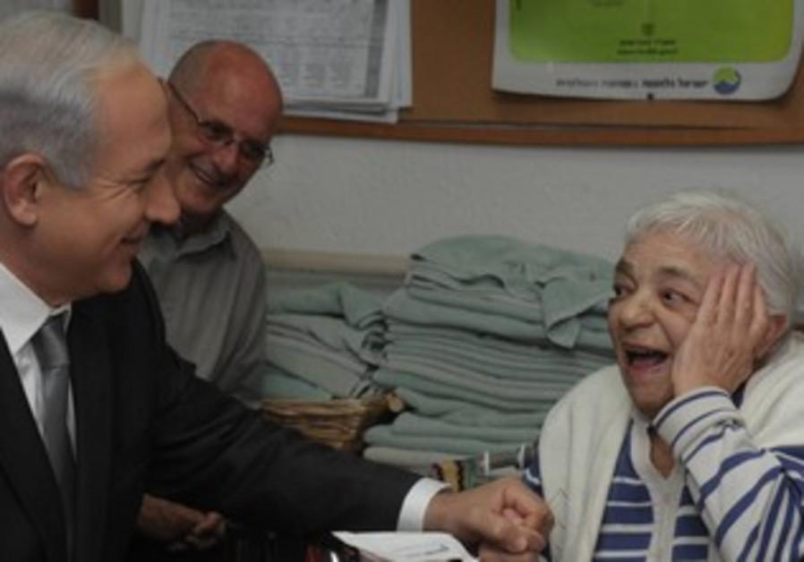 Netanyahu visits the elderly