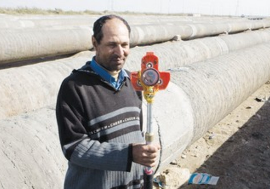 EMPLOYEE works on the Egyptian gas pipeline