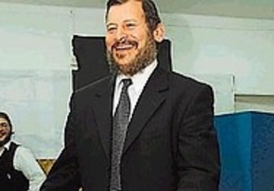 lupolianski standing and smiling 298