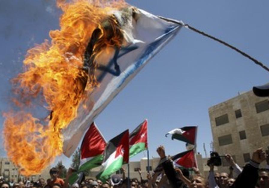 Jordanian protesters burn Israeli flag [file]