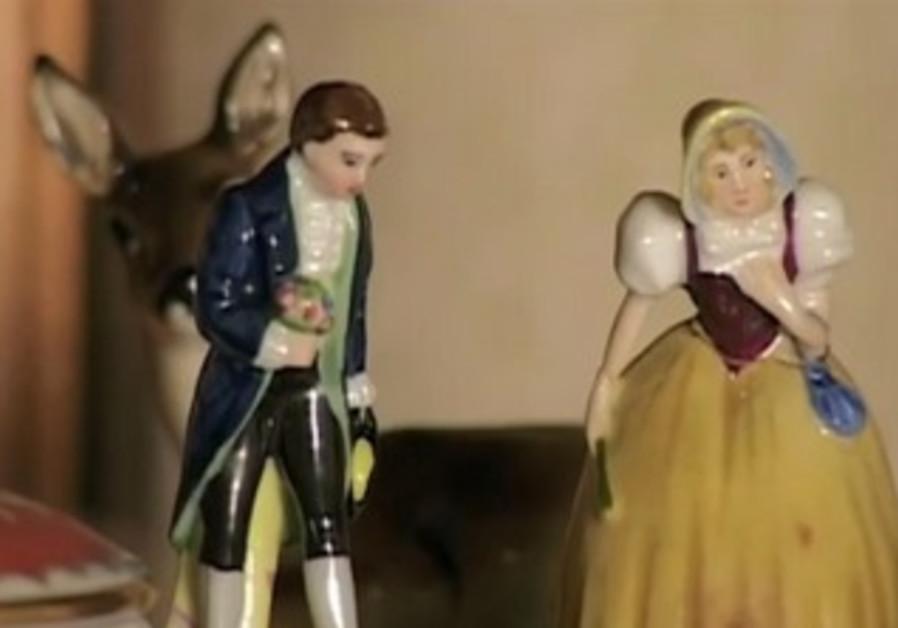 Figurines featured in 'Hadira'