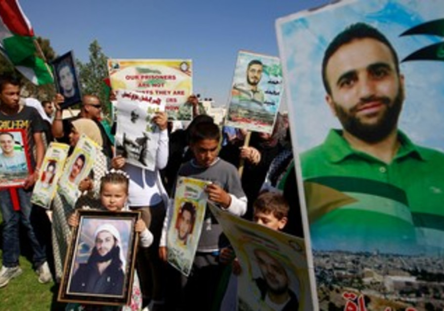 Protest for hunger strikers in e. J'lem [file]