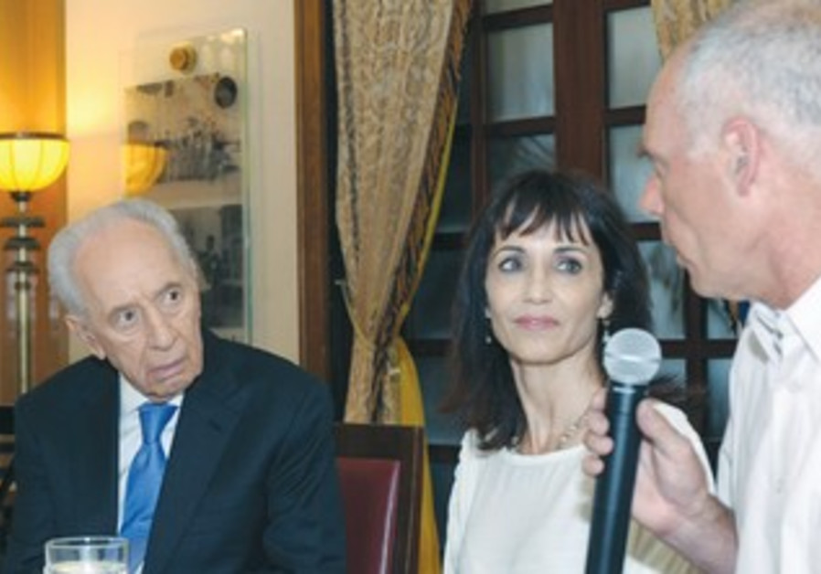 PERES meets with bereaved families in Jerusalem