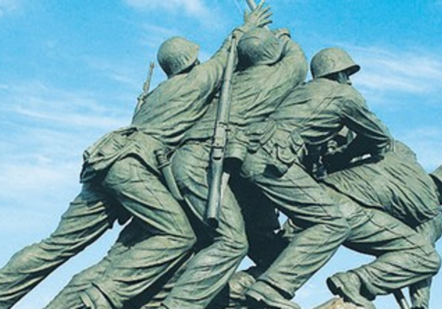 Statue depicting iconic photograph of US soldiers