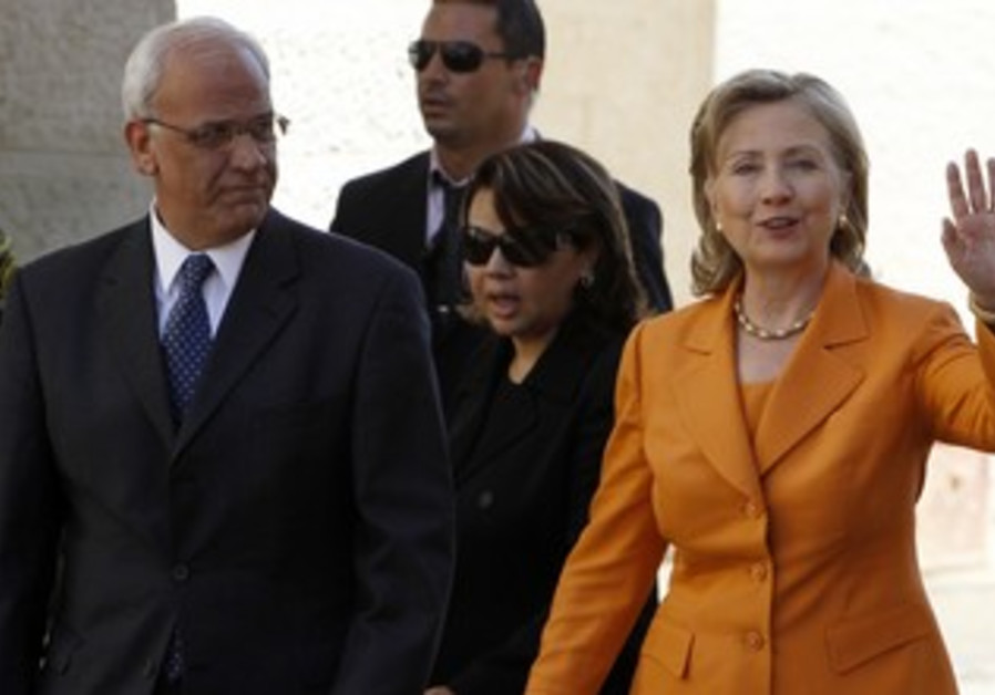 Hillary Clinton and Saeb Erekat in Ramallah [file]