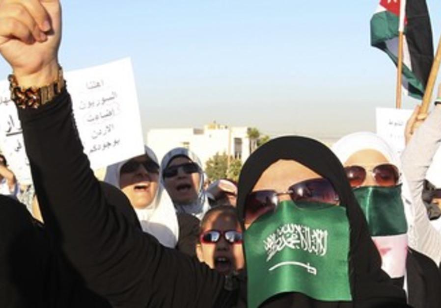Jordanians, Syrian refugees protest against Assad