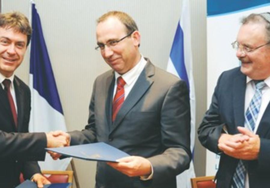 Inglebert, Gazit, Herschkowitz sign agreement
