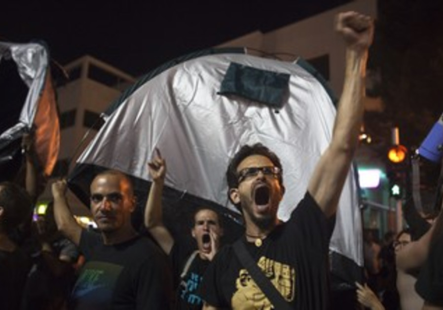 'Black Night' protesters in Tel Aviv