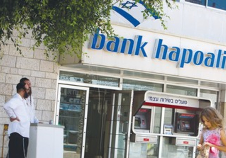 Haredim at Bank Hapoalim