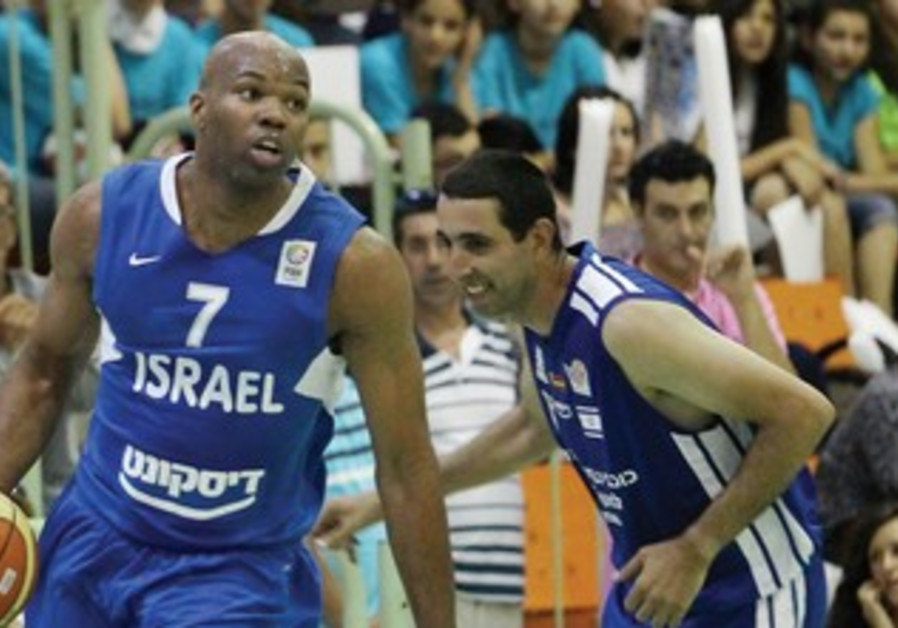 Alex Tyus trains with Israeli National Team