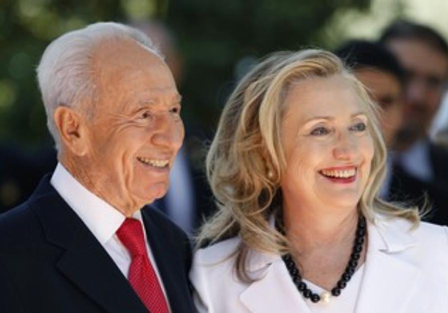 President Peres greets Hillary Clinton in J'lem
