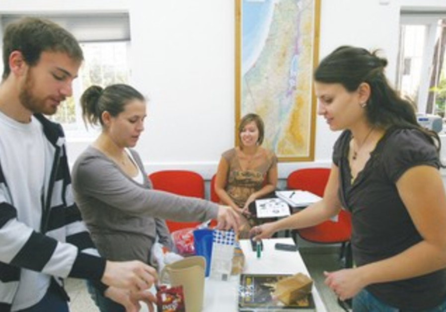 Jewish students participate in program