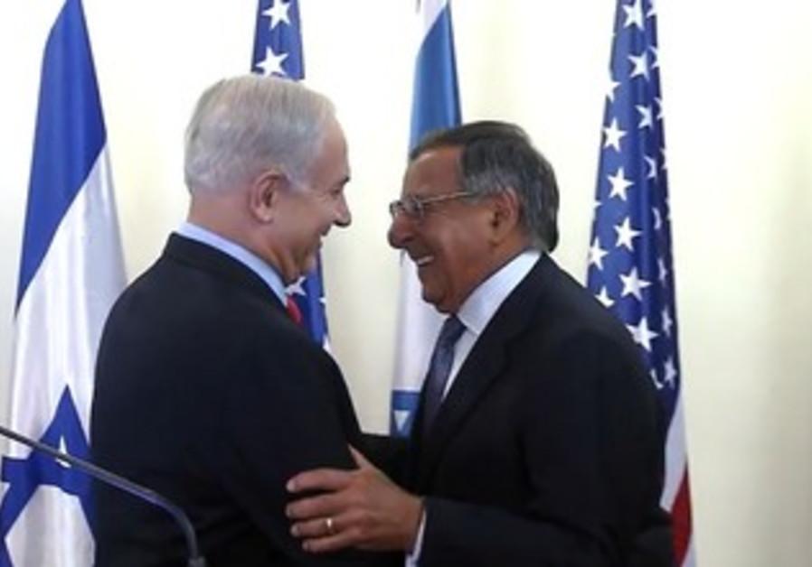Netanyahu, Panetta shake hands