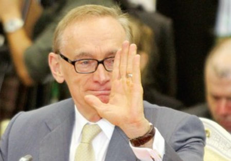 Australia's Foreign Minister Bobb Carr