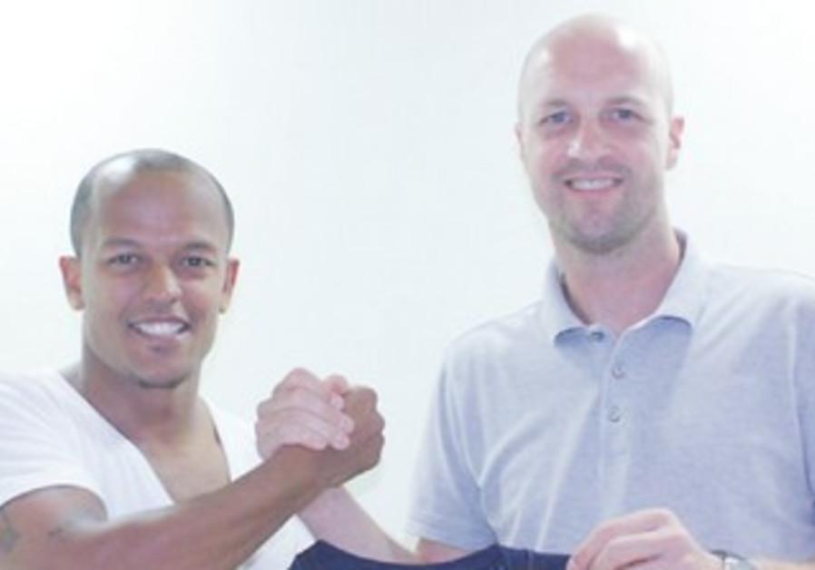 Jordi Cruyff, newly signed striker Robert Earnshaw