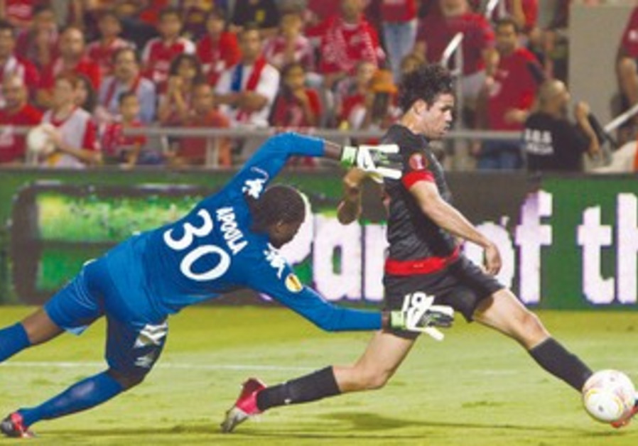 ATLETICO MADRID'S Diego Costa  kicks to score