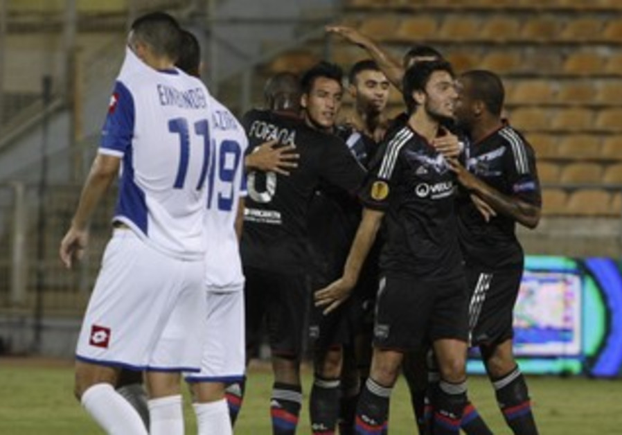 Fabian Monzon (4th right) celebrates with his team