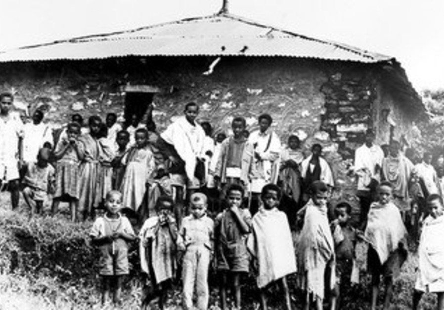 Yona Bogale family in front of Ambover synagogue