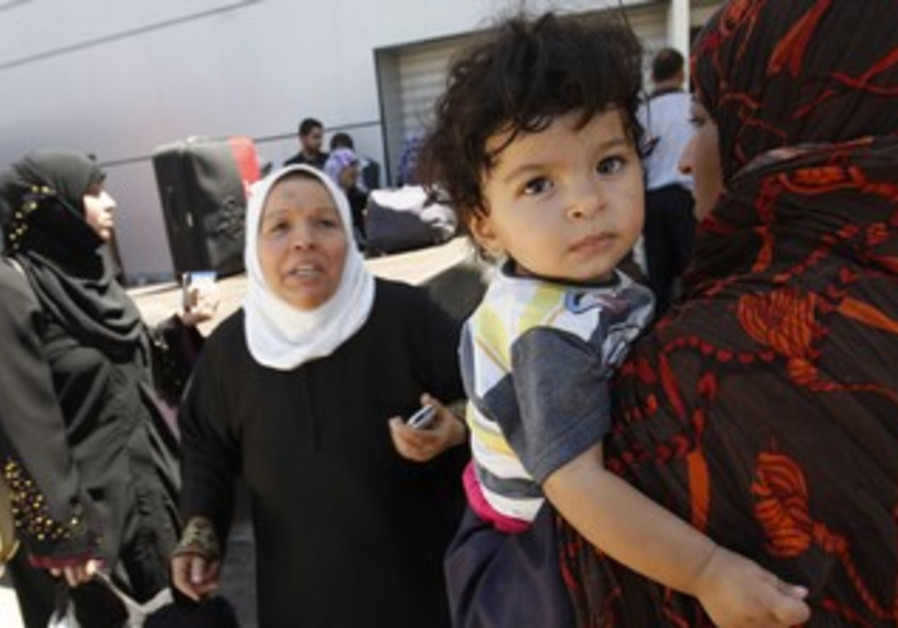 Palestinians returning from Egypt cross into Gaza