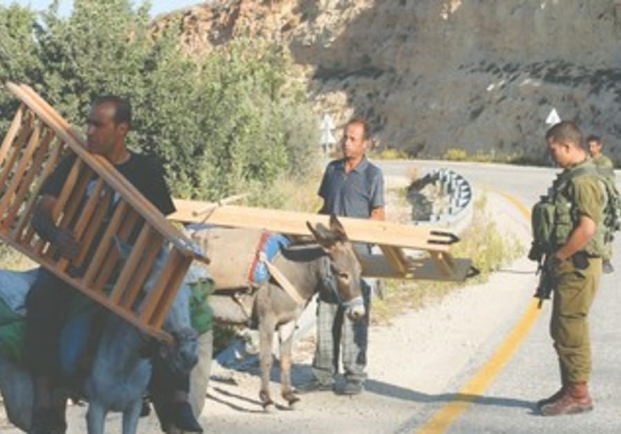 IDF soldier guards Palestinian farmers
