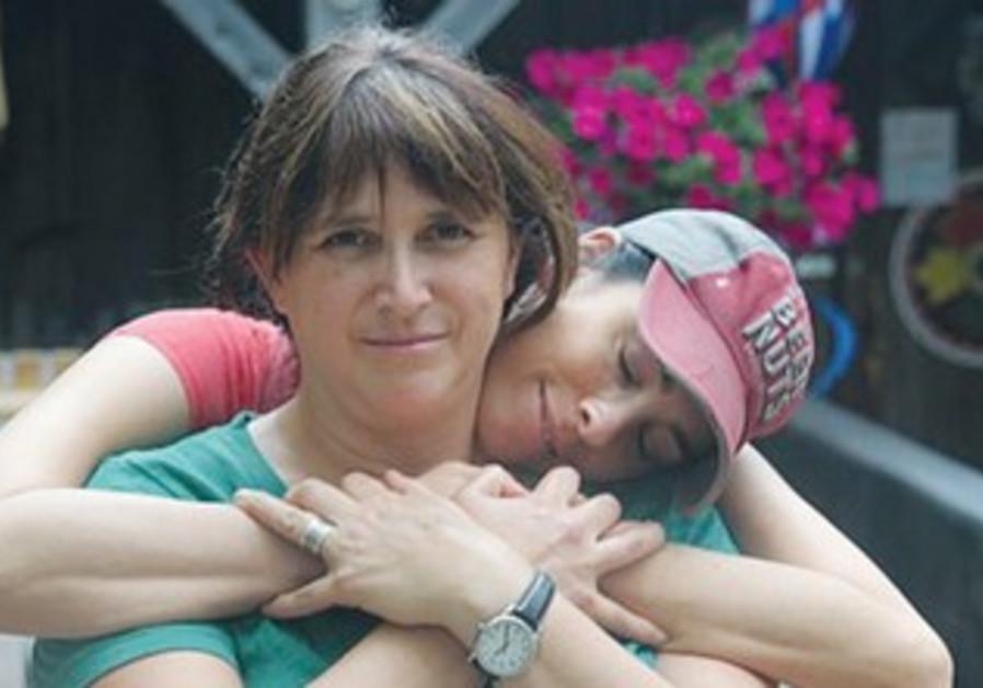 Rabbi Rabbi Susan Silverman with sister Sarah