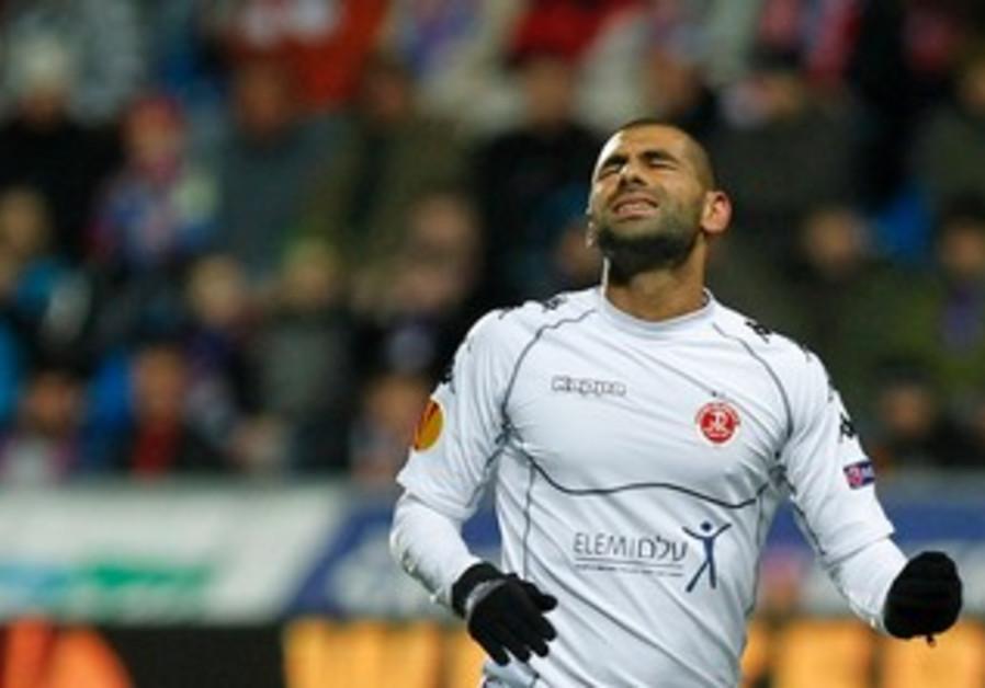 Salim Toama reacts during Europa League game
