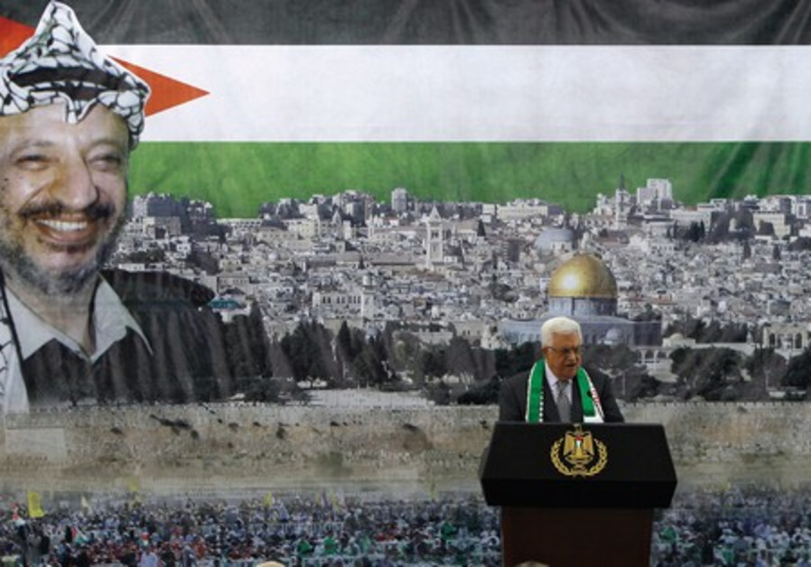 Abbas talks against backdrop of Arafat image
