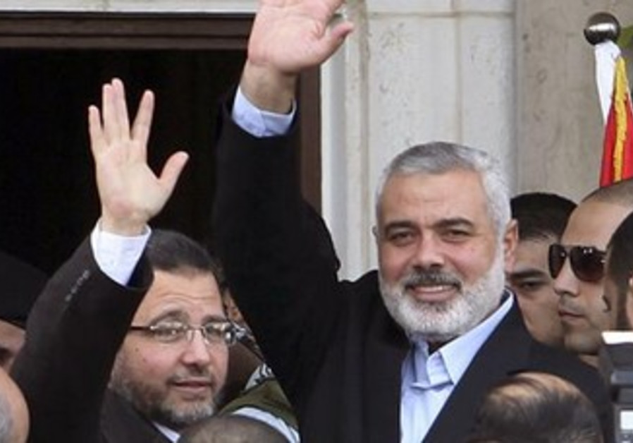 Egyptian PM Kandil and Haniyeh in Gaza