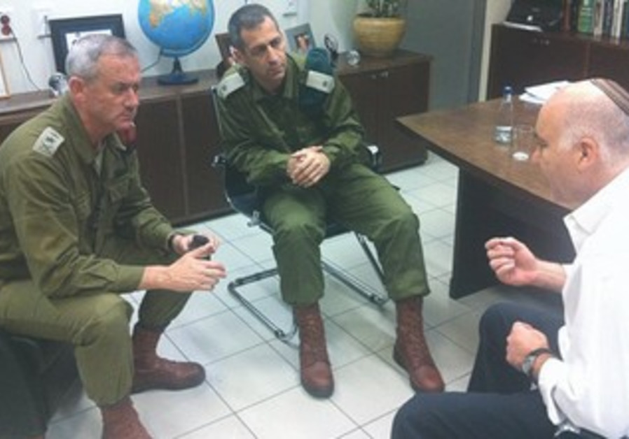 Gantz meets with Shin Bet chief Cohen