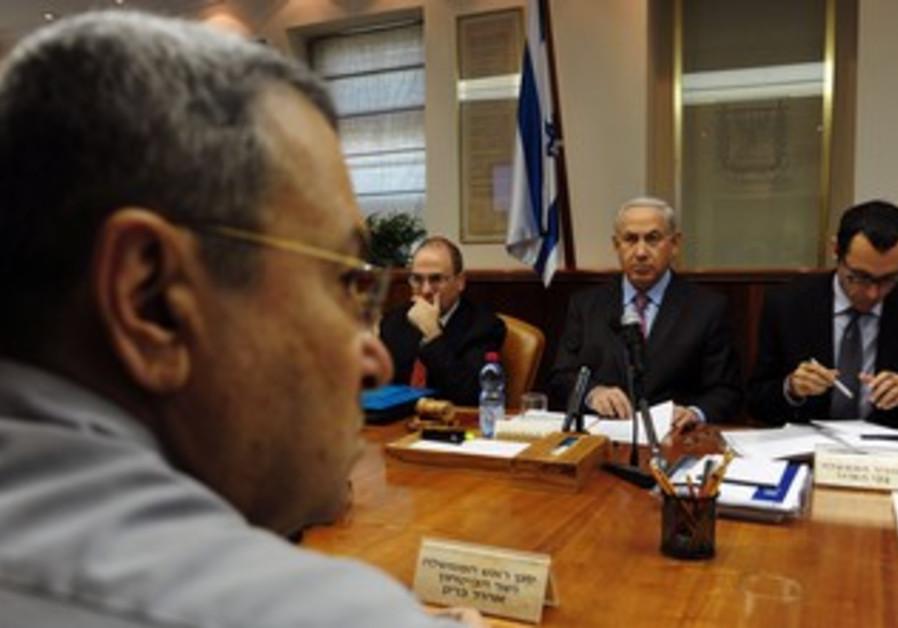 Prime Minister Biyamin Netanyahu at cabinet meetin
