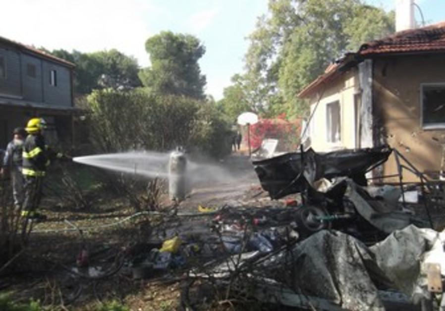 House damaged in rocket attack in Be'er Tuviya.