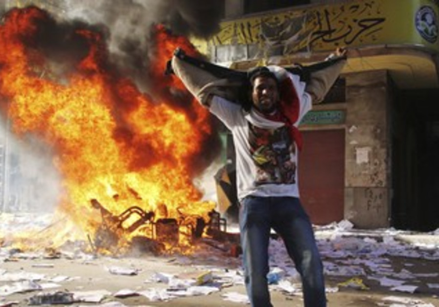 Protester cheers as Brotherhood office ransacked