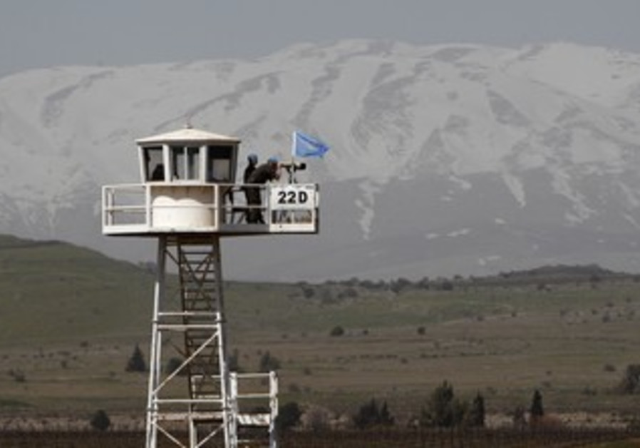UNDOF soldiers in Golan overlooking Syria