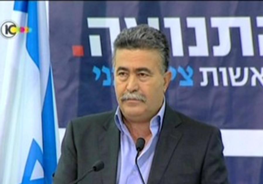 Amir Peretz joins Tzivi Lipni Party
