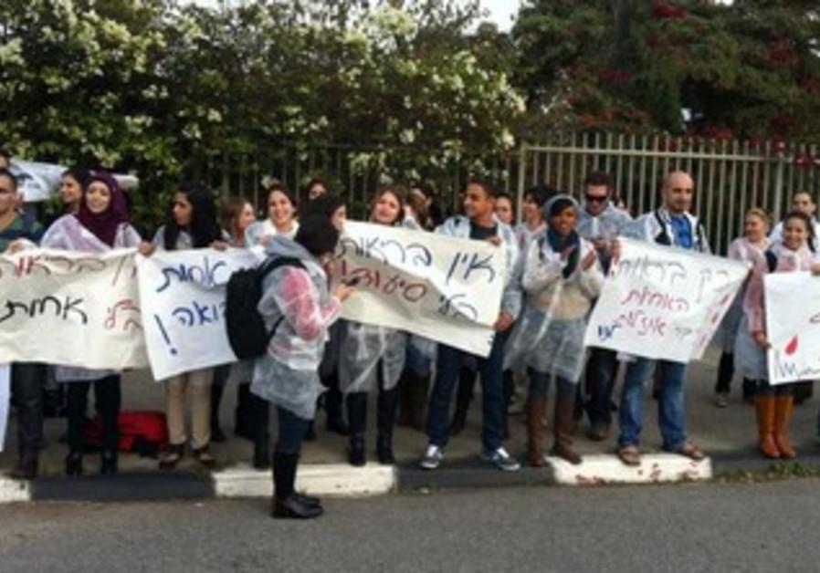 Nurses protest at Emek Yezreel College.