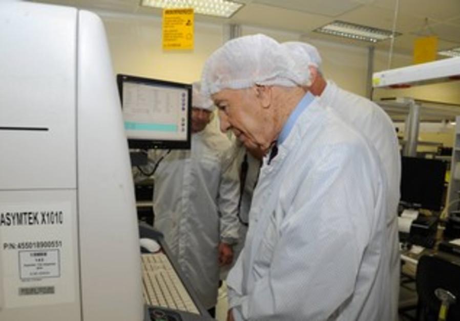 President Shimon Peres visits Phillips facility.