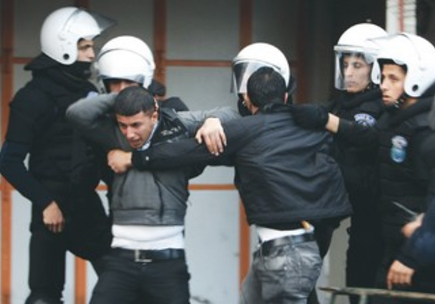 PA police grapple with Hamas supporters