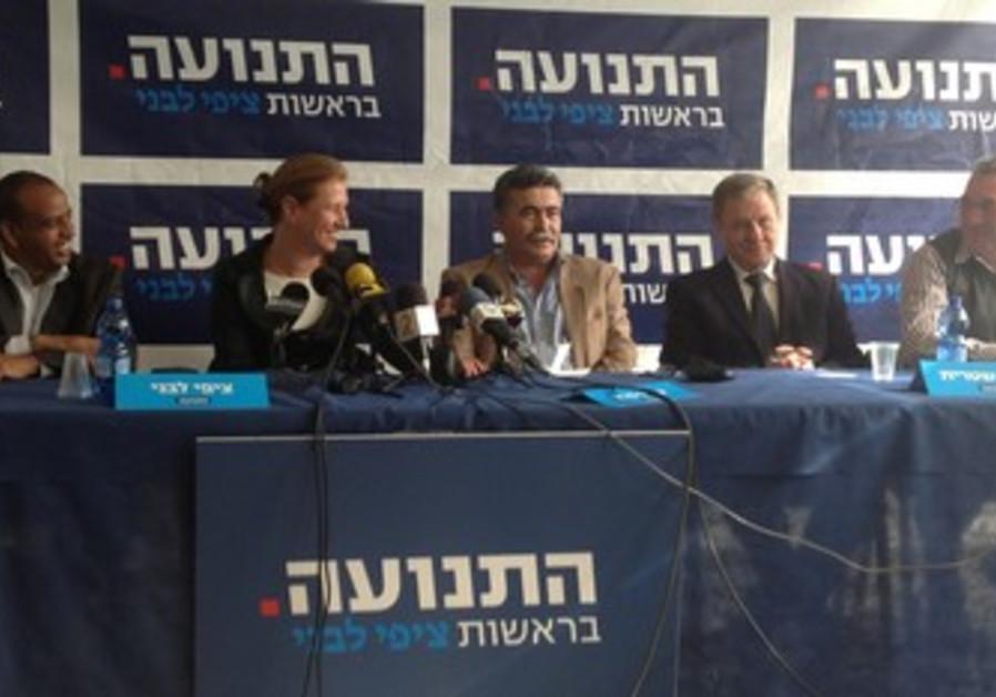 Tzipi Livni, Amir Peretz at party event.