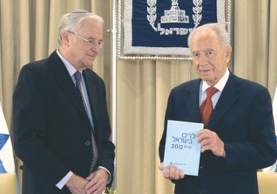 Peres receivng the Poverty Report.