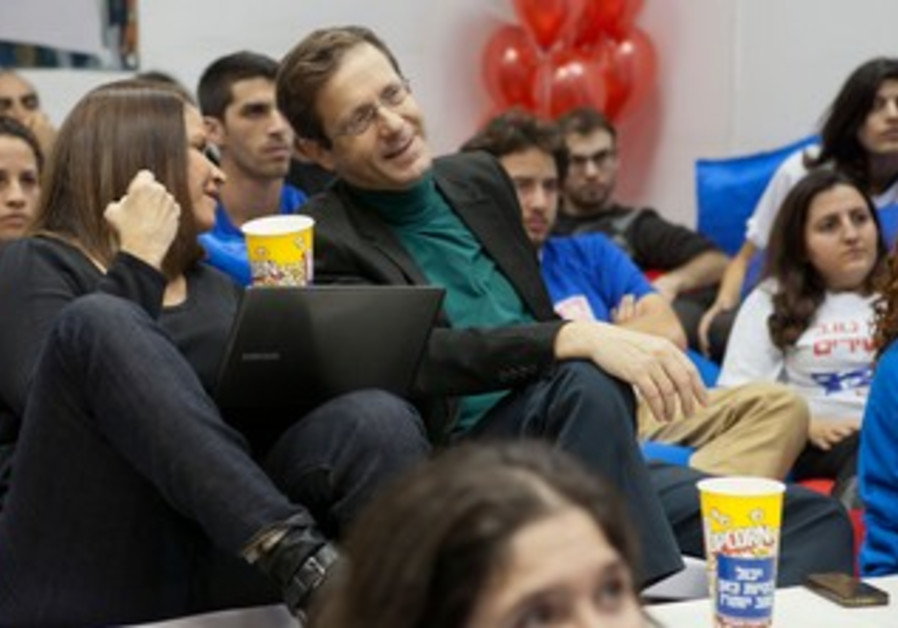 Yachimovich, Herzog watch election ads