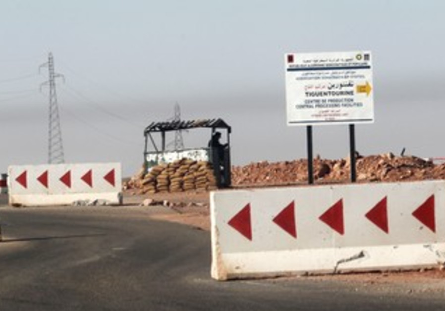 Algerian army guards road to gas plant