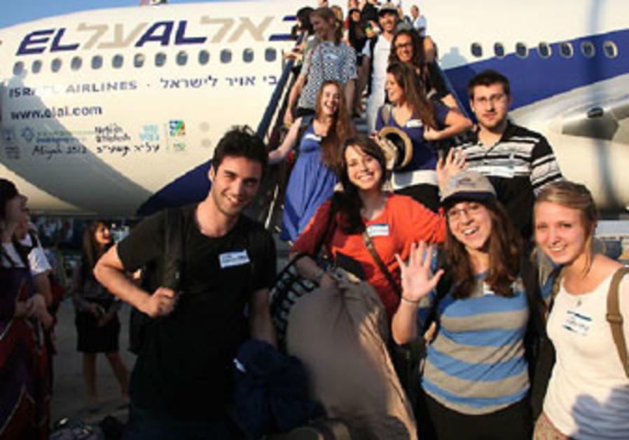 New olim arriving in Israel with Nefesh b'Nefesh, July 2012