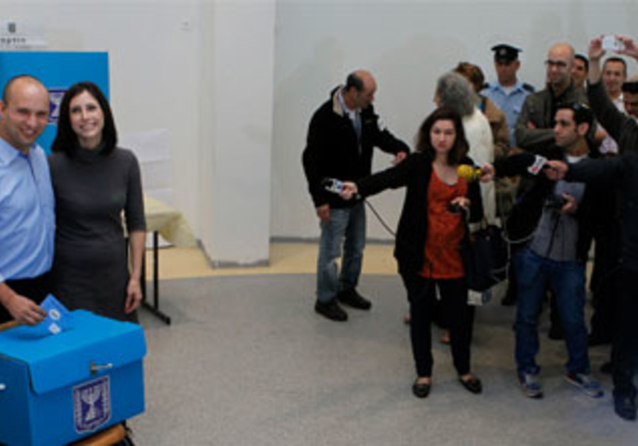 Accompanied by the media, Jewish Home leader Naftali Bennett votes in Ra'anana, January 22, 2013.