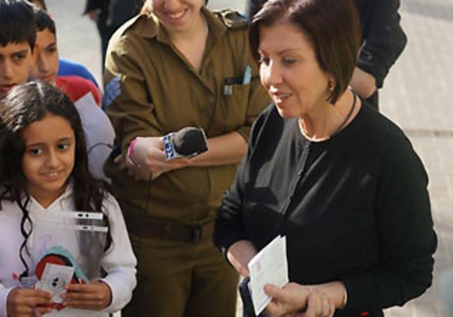 Meretz leader Zehava Gal-On voting in Petah Tikva, January 22, 2013.