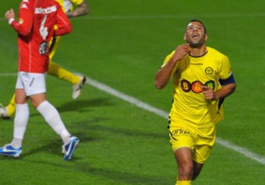 MACCABI NETANYA striker Ahmed Saba celebrates after scoring his team's third goal