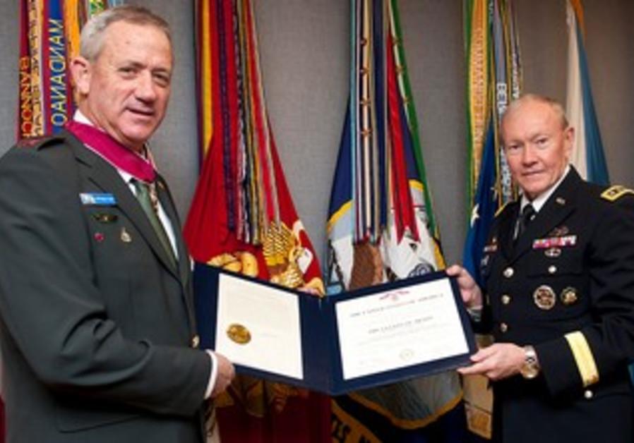 IDF Chief Benny Gantz gets the Legion of Merit from American counterpart Martin Dempsey, Feb. 2013
