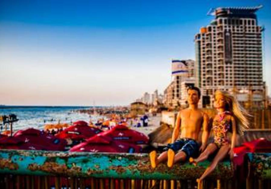 Barbie and Ken: Tel Aviv beach