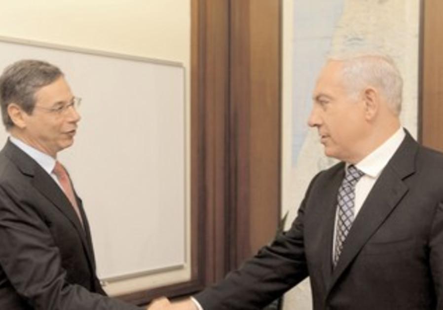 FORMER DEPUTY foreign minister Danny Ayalon greets Prime Minister Binyamin Netanyahu in J'lem