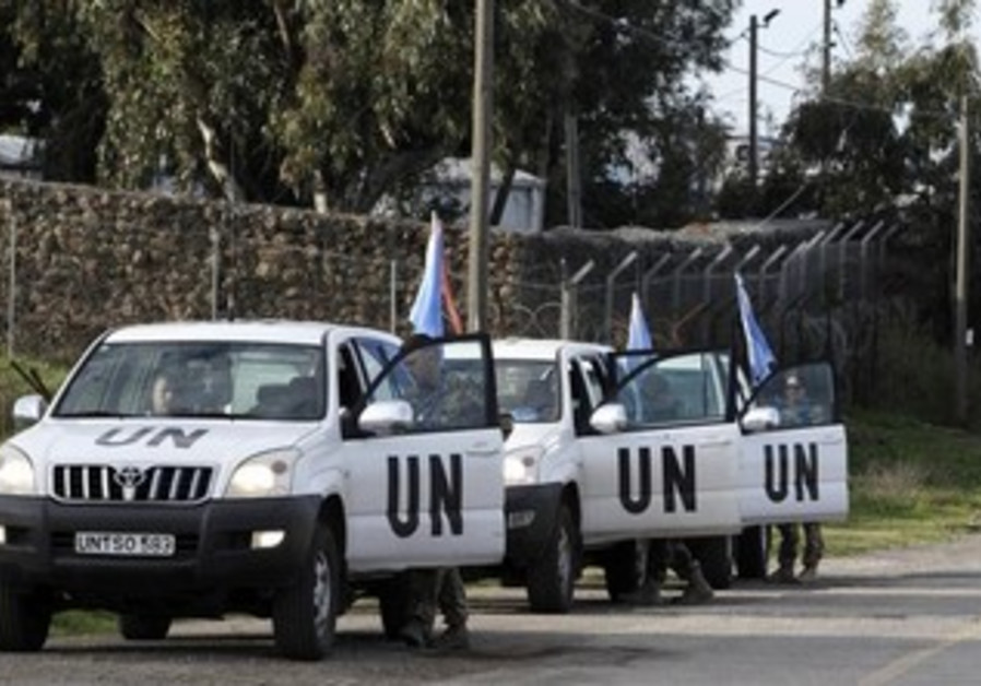 UN convoy entering Syria to secure release of UN peacekeepers seized by rebels